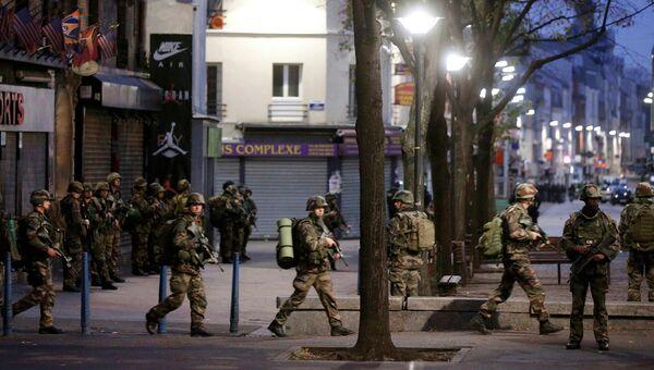 Французские солдаты во время операции в районе Сен-Дени