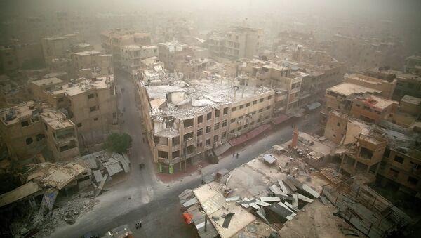 Вид на разрушенные здания в городе Дума, Дамаск. Сирия. Архивное фото