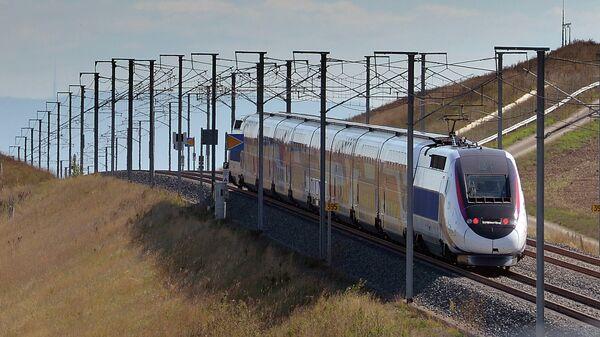 Скоростной поезд TGV в Франции