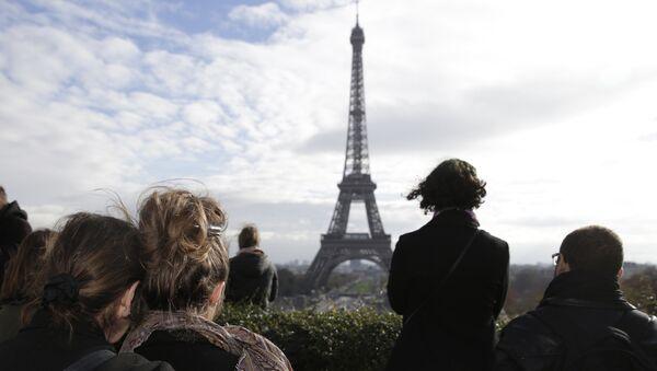Минута молчания у двореца Трокадеро в Париже