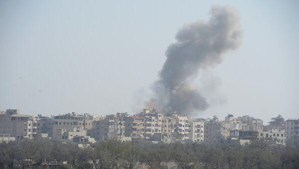 Солдаты Сирийской арабской армии наносят удары по позициям террористов. Архивное фото