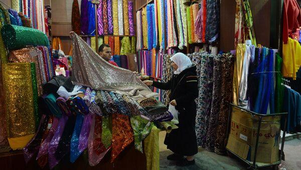 Жительница Дамаска на рынке Сук аль-Хамидия в Старом городе Дамаска.