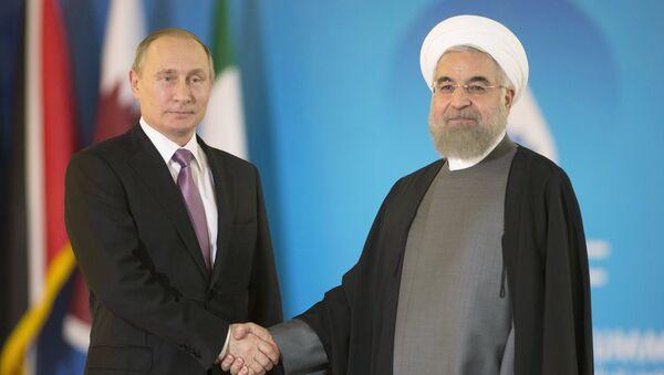 Президент России Владимир Путин и президент Исламской Республики Ирана Хасан Роухани перед началом саммита в Тегеране