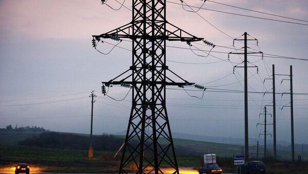 Обесточенные высоковольтные линии электропередачи в Симферополе. Архивное фото