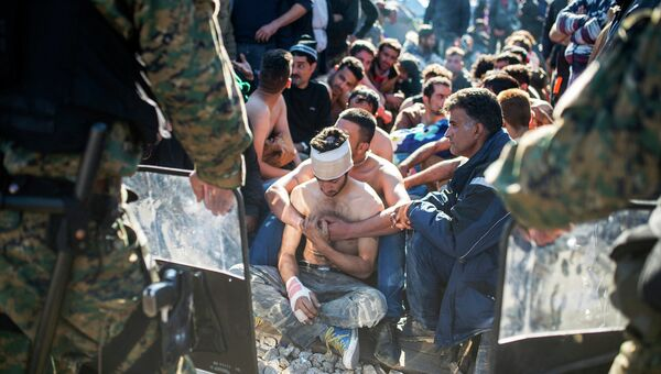 Мигранты на границе между Грецией и Македонией. Архивное фото