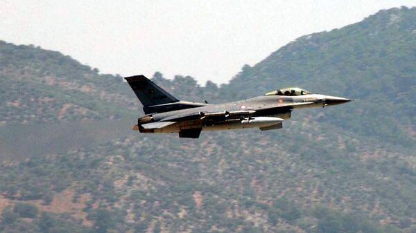 Самолет F-16 ВВС Турции