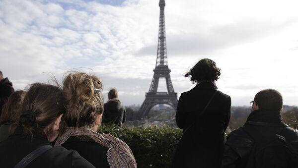 Минута молчания у двореца Трокадеро в Париже. Архивное фото