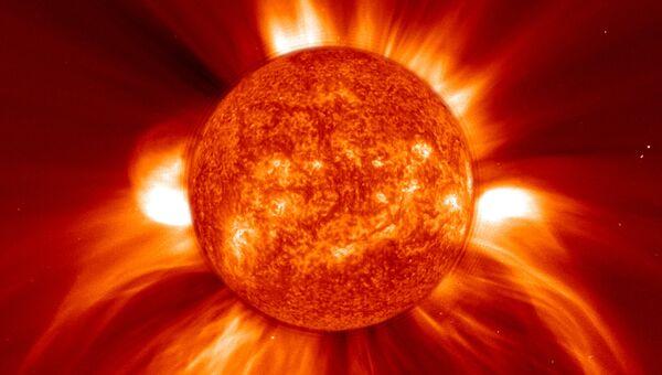 Изображение мощнейшего выброса корональной массы Солнца, полученное 8 января 2002 года
