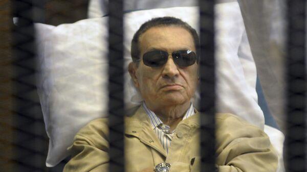 Экс-президент Египта Хосни Мубарак в суде в Каире. Архивное фото