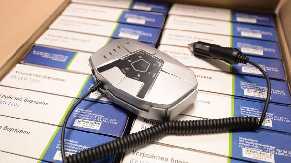 Бортовое устройство, устанавливаемое на автомашине грузоподъемностью свыше 12-ти тонн, после регистрации транспортного средства в государственном реестре системы взимания платы Платон. Архивное фото