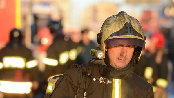 Пожарные и спасатели МЧС. Архивное фото