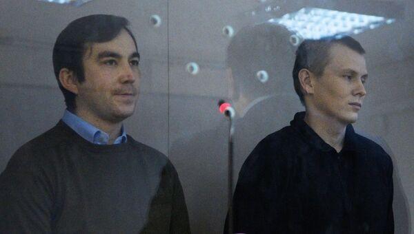 Граждане России Евгений Ерофеев (слева) и Александр Александров, задержанные в мае 2015 года на территории Украины, во время рассмотрения дела по существу в Голосеевском суде Киева. Архив