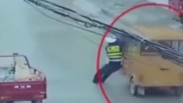 Трудовые будни китайского полицейского