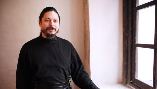 Участник музыкального проекта Голос иеромонах Фотий. Архивное фото