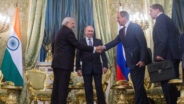Президент России Владимир Путин и премьер-министр Индии Нарендра Моди во время официальной встречи в Кремле. 24 декабря 2015