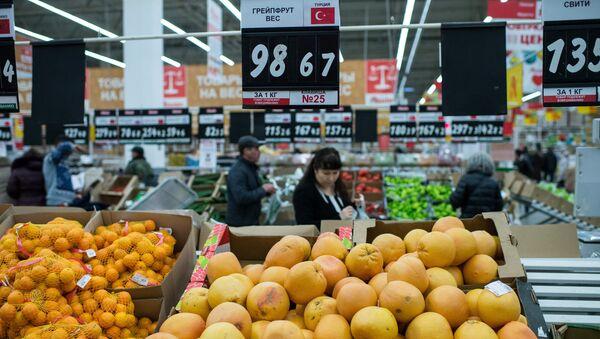 Турецкие фрукты в одном из магазинов. Архивное фото
