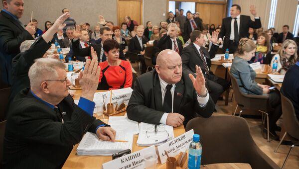Депутаты Петрозаводского городского совета во время голосования по вопросу отставки главы Петрозаводска Галины Ширшиной