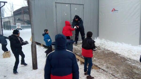 Снежная битва с полицией