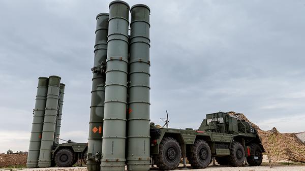 Зенитно-ракетный комплекс С-400 на российской авиабазе Хмеймим, Сирия. Архивное фото