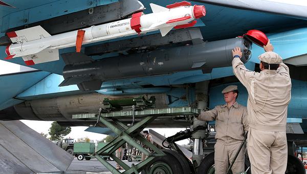 Российские военные на авиабазе Хмеймим в Сирии, архивное фото