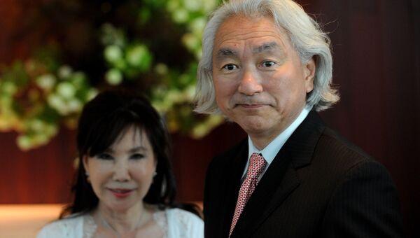 Американский физик-теоретик, профессор Митио Каку с женой