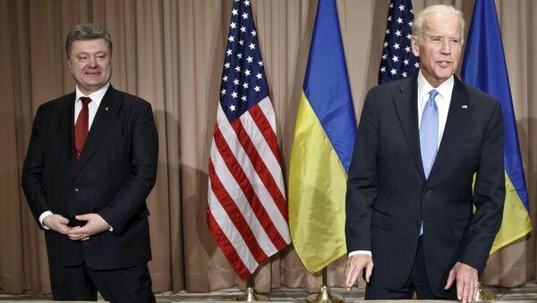 Президент Украины Петр Порошенко и вице-президент США Джозеф Байден. Архивное фото