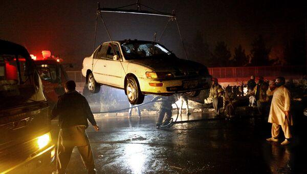 На месте взрыва возле посольства РФ в Кабуле. 20 января 2016. Архивное фото