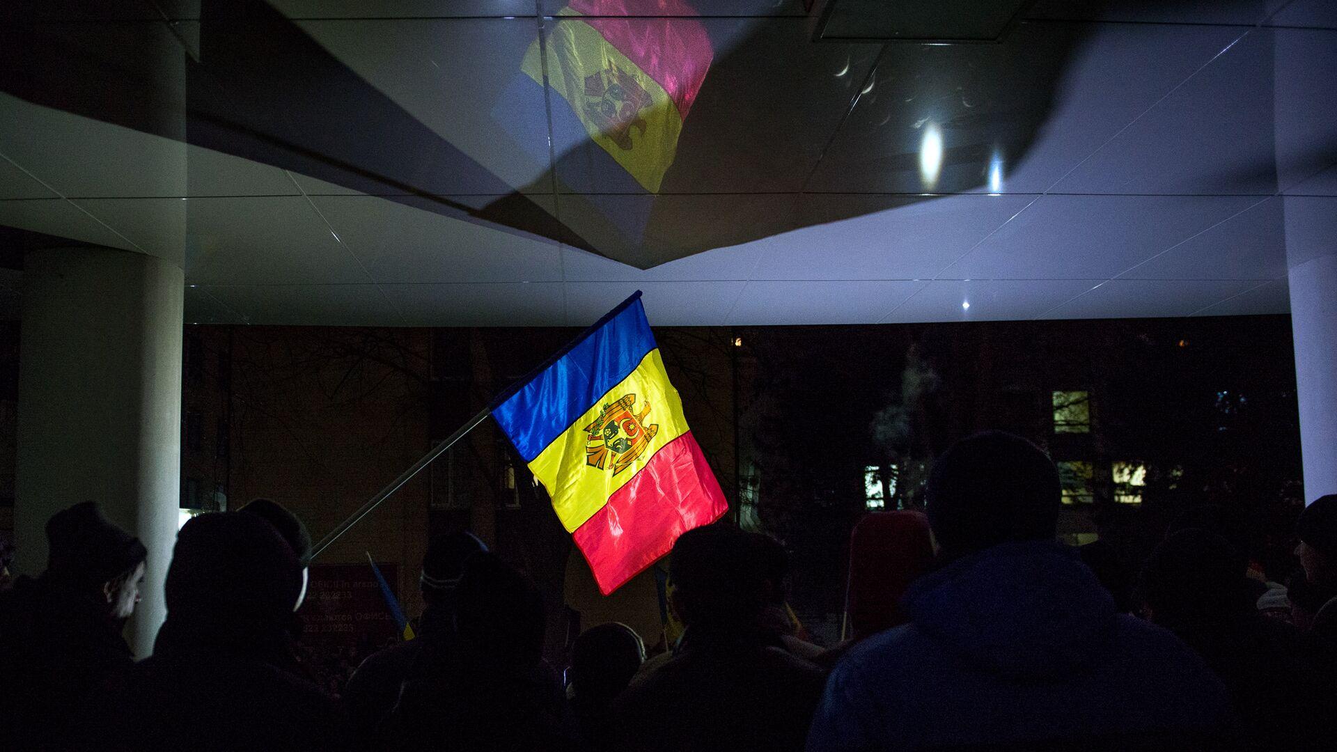Флаг Молдавии во время акции протеста в Кишиневе - РИА Новости, 1920, 12.10.2021