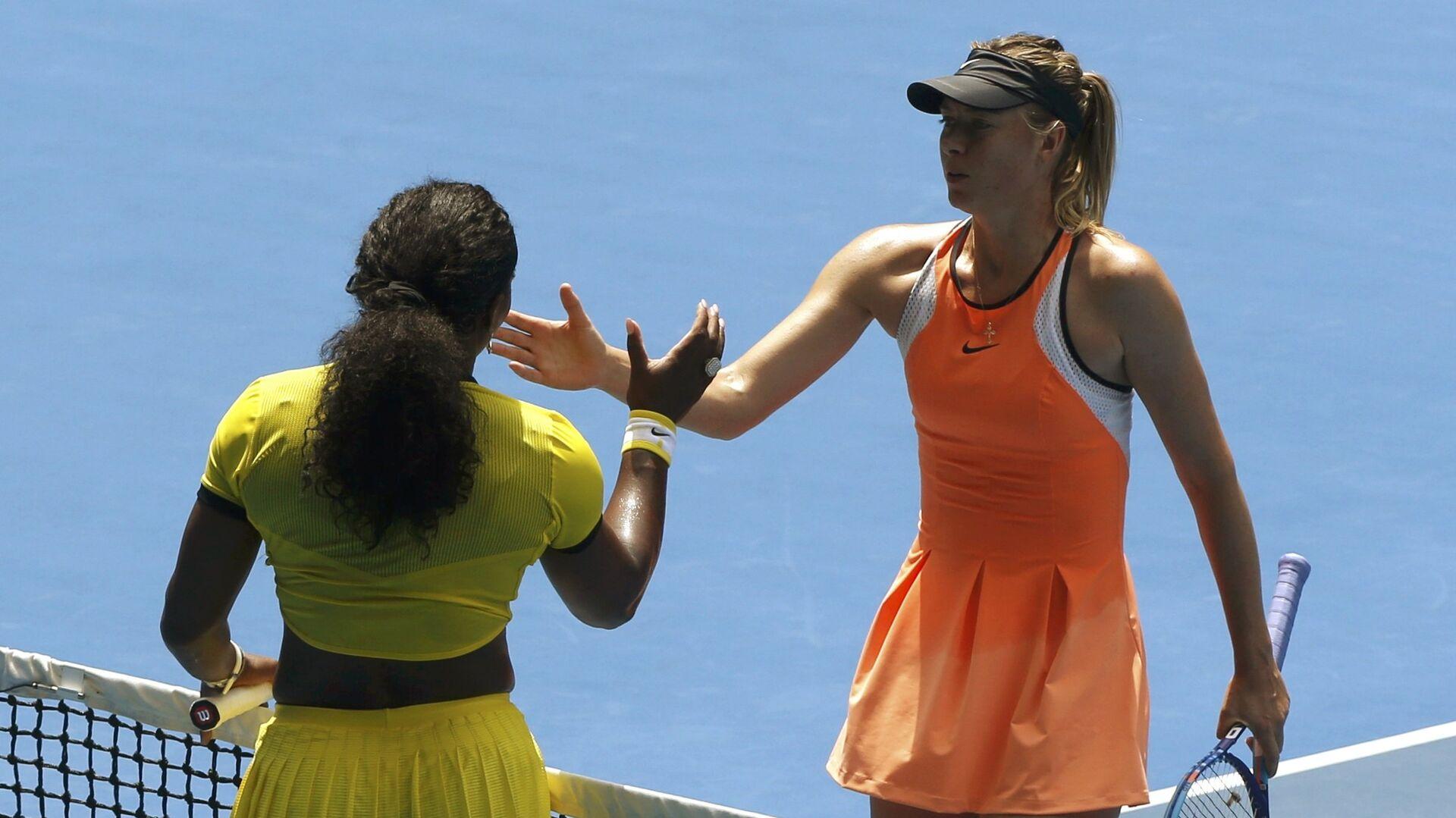 Мария Шарапова и Серена Уильямс после окончания матча четвертьфинала Australian Open 2016 - РИА Новости, 1920, 24.09.2021