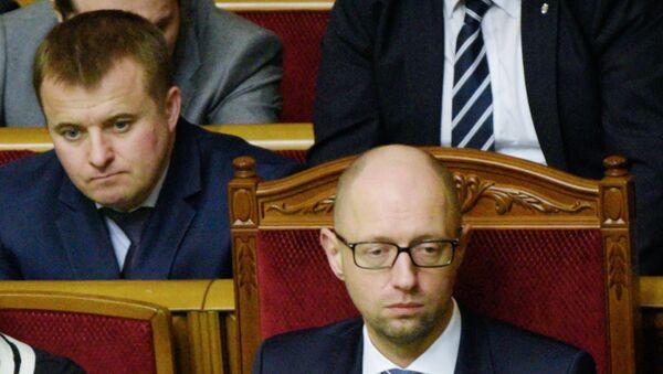 Премьер-министр Украины Арсений Яценюк и министр аграрной политики и продовольствия Украины Алексей Павленко (справа налево во втором ряду). Архивное фото