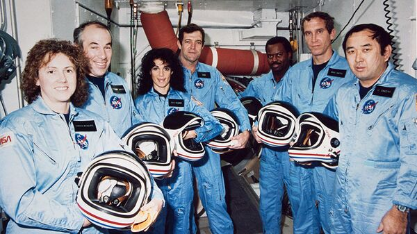 Экипаж шаттла Челленджер, который взорвался через 73 секунды после начала полета 28 января 1986 года