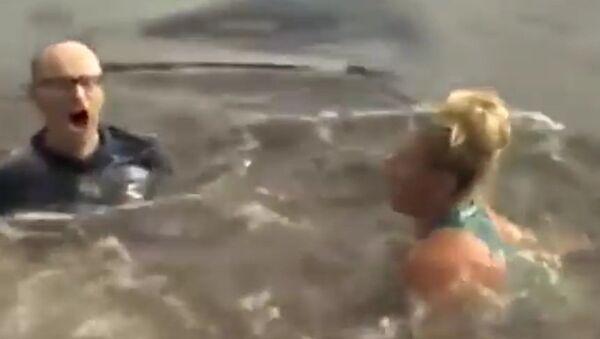 Победившая Серену Уильямс немка искупалась в ледяной и мутной реке