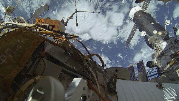 Выход в открытый космос российских космонавтов. Архивное фото