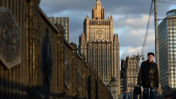 Вид на здание Министерства иностранных дел Российской Федерации с Бородинского моста в Москве. Архивное фото