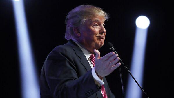 Кандидат на пост президента США Дональд Трамп во время выступления в Южной Каролине. 15 февраля 2016 год