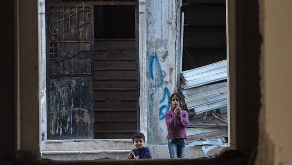 Дети в жилом квартале города Алеппо. Сирия. Архивное фото