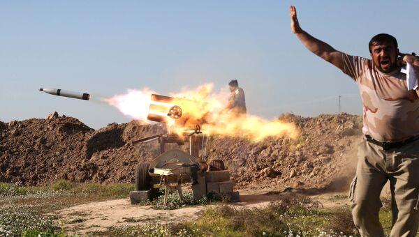 Ракетный залп проправительственных формирований. Возле города Киркук, Ирак. Архивное фото