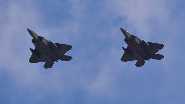 Многоцелевой истребитель ВВС США F-22 Raptor. Архивное фото