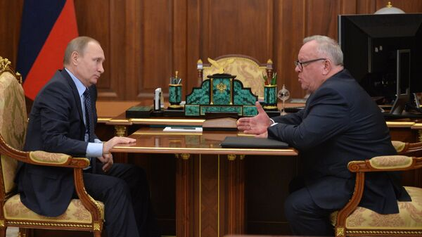 Президент России Владимир Путин и глава Республики Алтай Александр Бердников во время встречи в Кремле