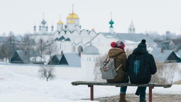 Туристы в Суздале