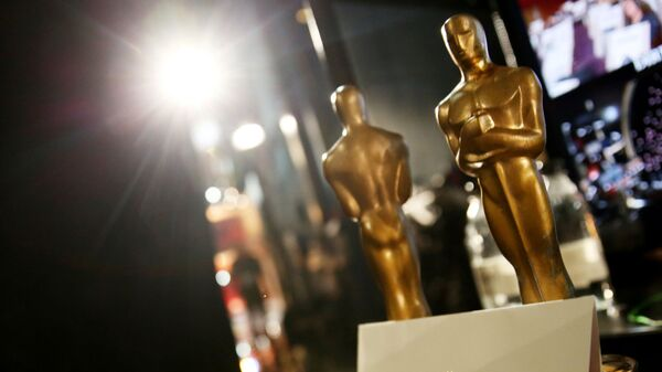 Статуэтки и конверт на репетиции перед церемонией вручения премии Оскара