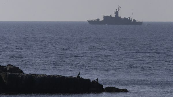 Корабль ВМС Греции в Эгейском море