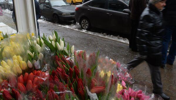 Продажа цветов к 8 марта в Москве. Архивное фото