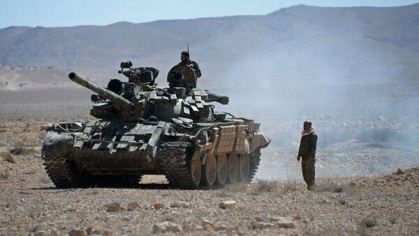 Военнослужащие сирийской армии в окрестностях Пальмиры в Сирии. Архивное фото