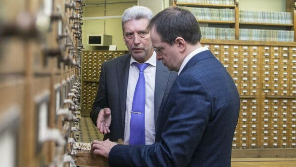 Министр культуры Российской Федерации Владимир Мединский и директор Российской государственной библиотеки Александр Вислый