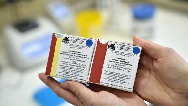 Упаковки с вакцинами против лихорадки Эбола в ГУ НИИ эпидемиологии и микробиологии имени Н.Ф. Гамалеи