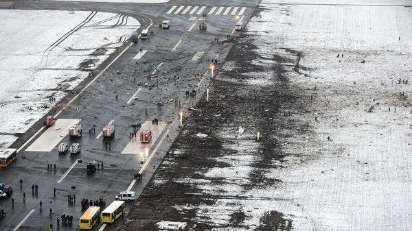 На месте крушения пассажирского самолета Boeing-737-800 в Ростове-на-Дону