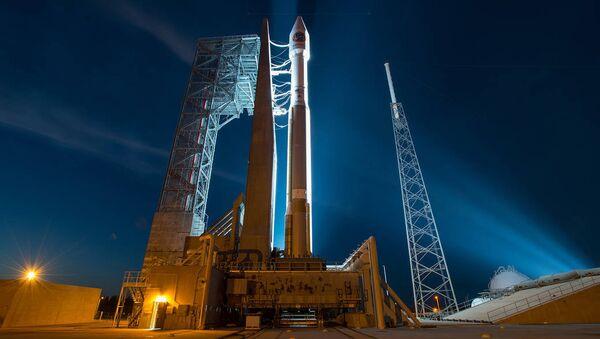 Подготовка к запуску ракеты Atlas V, архивное фото