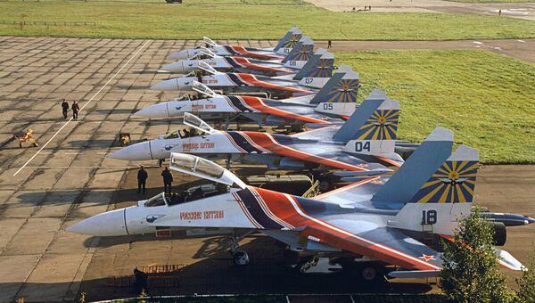 Эскадрилья Русские витязи на авиабазе Кубинка. Архивное фото