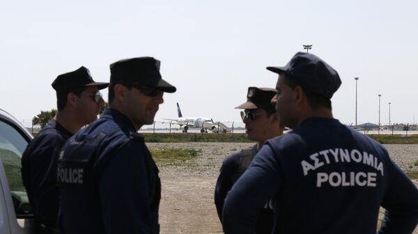 Полиция Кипра в аэропорту Ларнака. Архивное фото